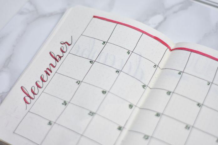 Mijn bullet journal setup voor december kerstthema maandoverzicht