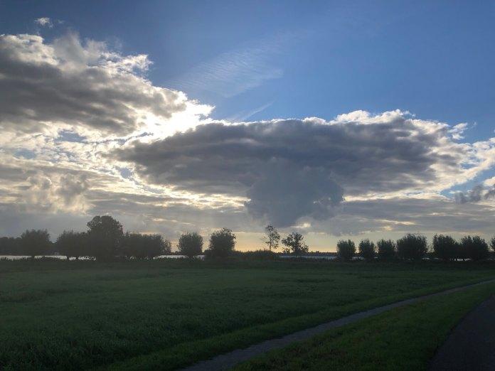Nog steeds een beetje feest UFO wolk