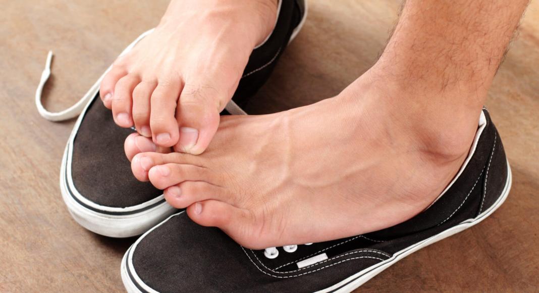 mannen toch liever met schoenen dan met teenslippers