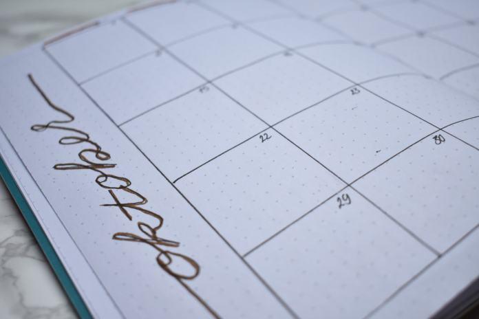 bullet journal setup voor oktober maandoverzicht