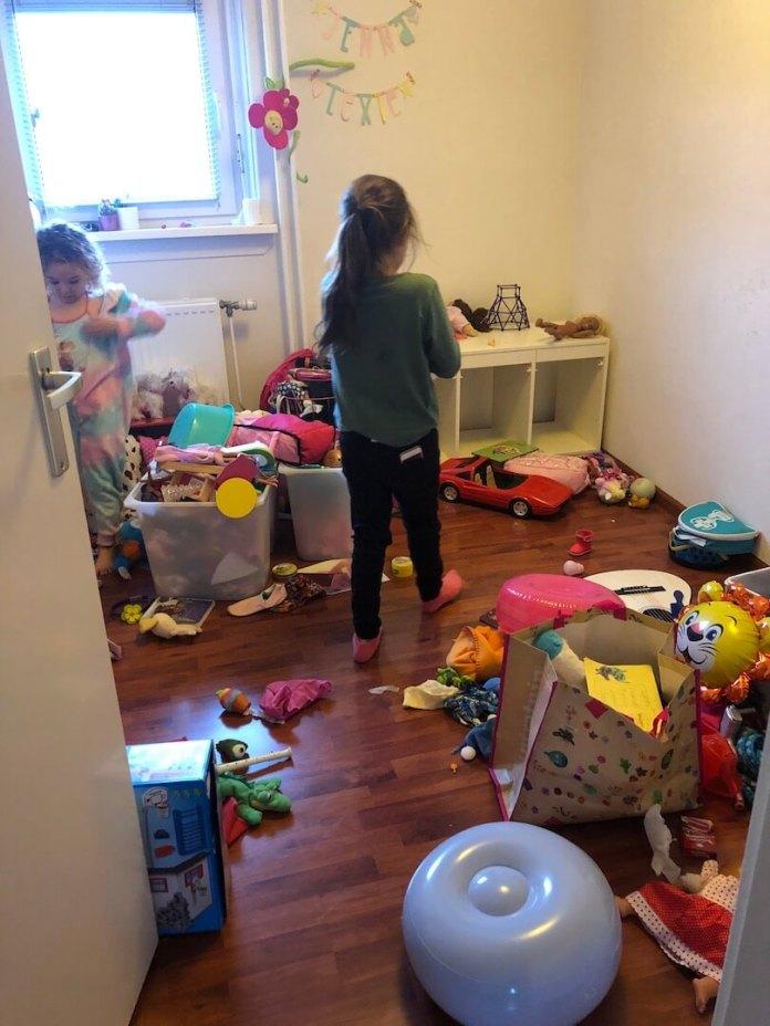 speelgoed uitzoeken en opruimen