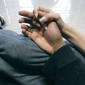 conexão_mãos_casal