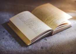 ترجمة المخطوطات