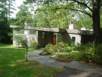 Cool Mid Century Modern Homes With Green Yard | Custom ...