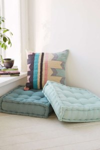 How To Decorate Room With Floor Pillow