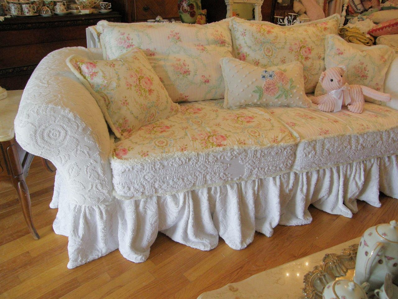 cottage style sofa high end leather manufacturers shabby chic slipcovers sofas slipcovered
