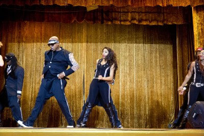 MC Hammer dancing with his group of dancers