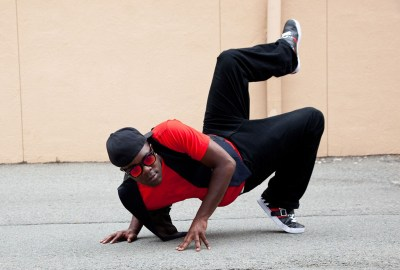 Hip hop dancer with one leg up