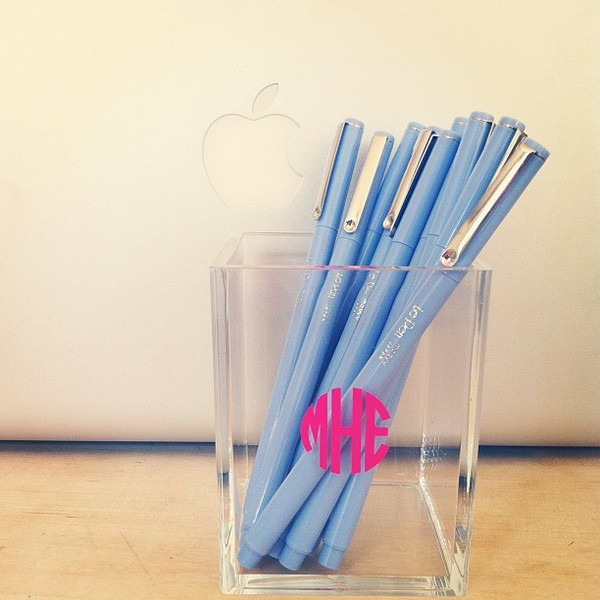 Quick personalized gift – acrylic pencil holder
