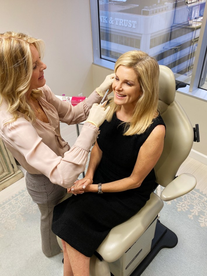Dr. Lynley McAnalley injects Sculptra in Tanya Foster