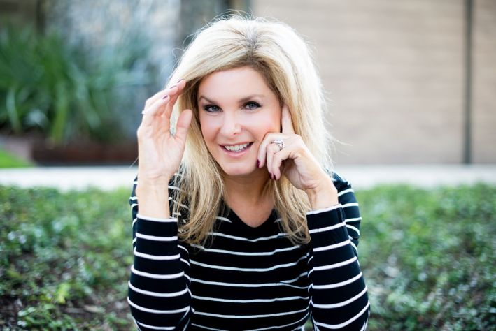 Tanya Foster shares her journey as a full-time lifestyle blogger on The Fearless Woman Podcast.