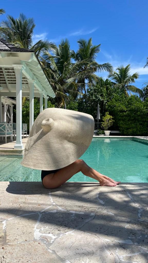 Tanya Foster wearing oversized beach hat