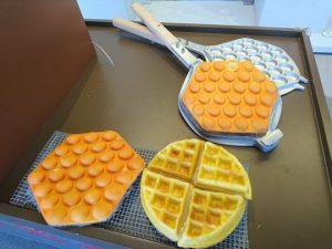 Egg_Waffle_on_Hong_Kong_Traditional_Egg_Waffle_Hawker_Cart_(Model)_Ceeseven