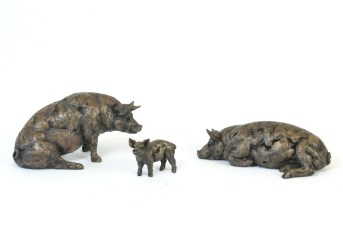 Pig Family sculptures - Tanya Russell Animal Sculpture