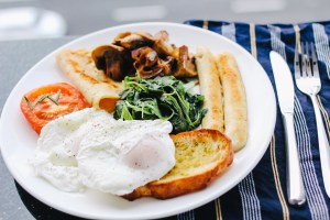 Et pourquoi pas petit-déjeuner réellement consistant