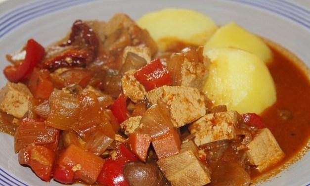 Herbstlicher Gulasch-Suppentopf – vegan