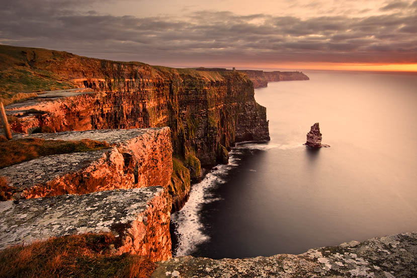 what is at the cliffs of moher