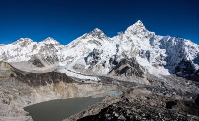 trekking mount everest basecamp