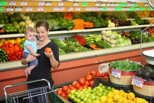 New Law Gives Pregnant Women The Right To Cut In Line At The Grocery Store