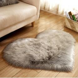 tapis en coeur gris