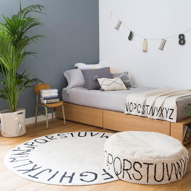 tapis coton abc rond noir et blanc naturel lavable par lorena canals