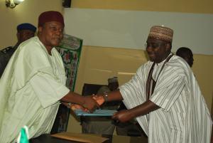 Gov. Ishaku Receiving commendation from Speaker of the House