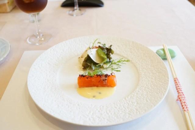 欧風懐石 勝 - お箸で食べる創作フレンチメニュー写真 サーモンとサラダ