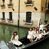 T-ara Venetian Gondola
