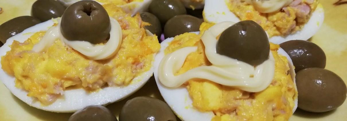 Fantasia di uova sode con olive e tonno