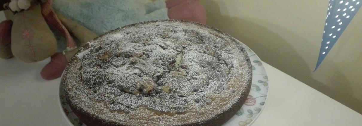 Ciambellone variegato al cacao con gocce di cioccolato