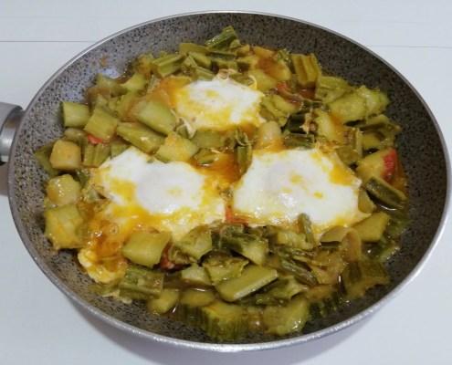 Uova, zucchine e patate in padella