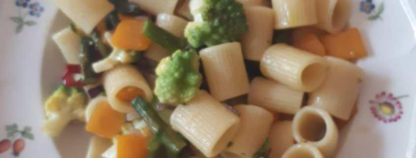 Mezze maniche con zucca, broccolo romanesco e asparagi