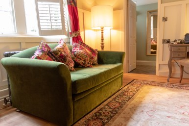 Places To Stay In Winchester - The Wykeham Arms