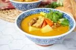 Cà Ri Gà (Vietnamese Chicken Curry) in two blue/white bowls.