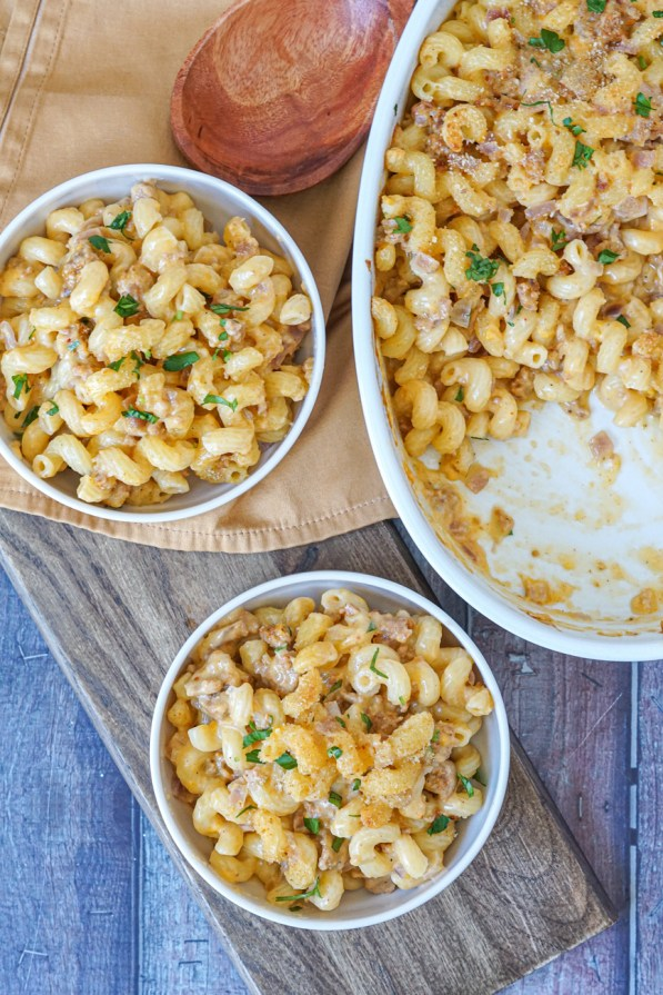 Chorizo Mac and Cheese topped with breadcrumbs