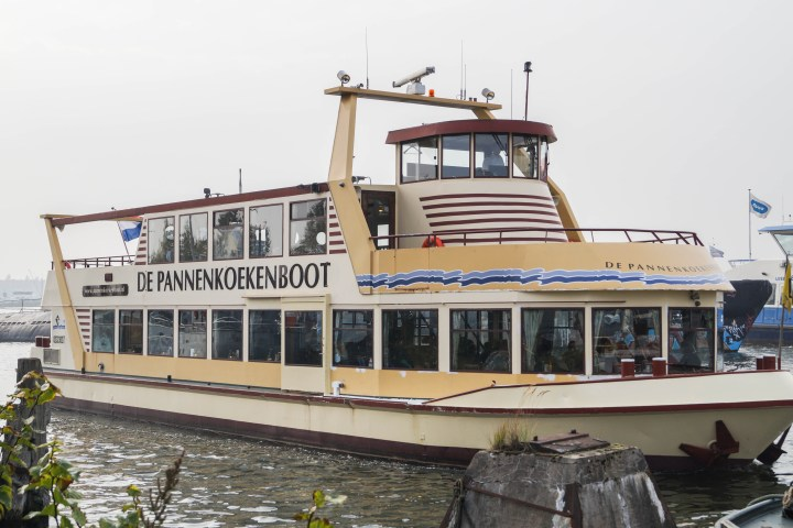 De Pannenkoekenboot on the water.