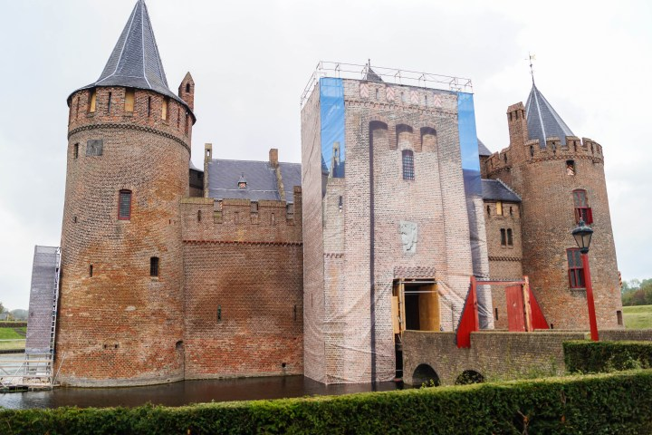 Outside entrance to Muiderslot with scaffolding.
