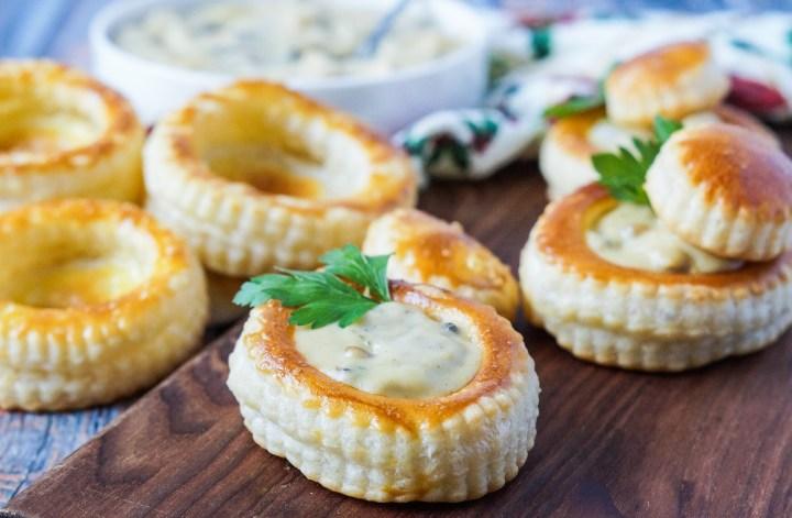 Pasteitje met Ragout (Dutch Puff Pastries with Chicken Mushroom Gravy)