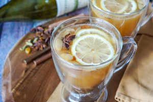 Hvid Gløgg (Danish White Mulled Wine)