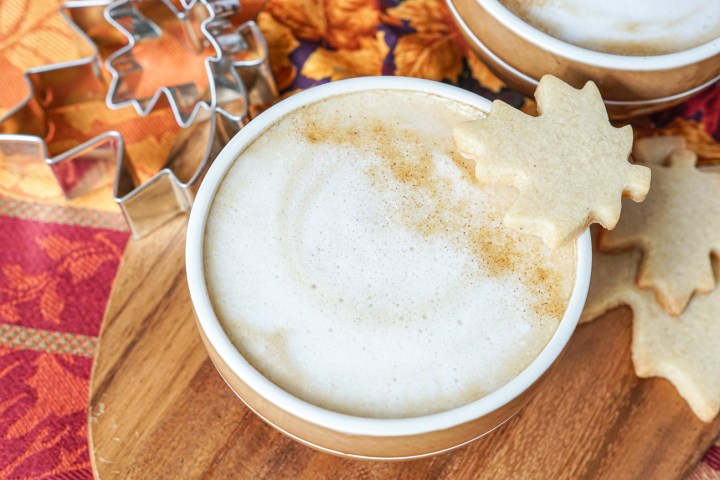 Maple Cinnamon Latte with maple cookies