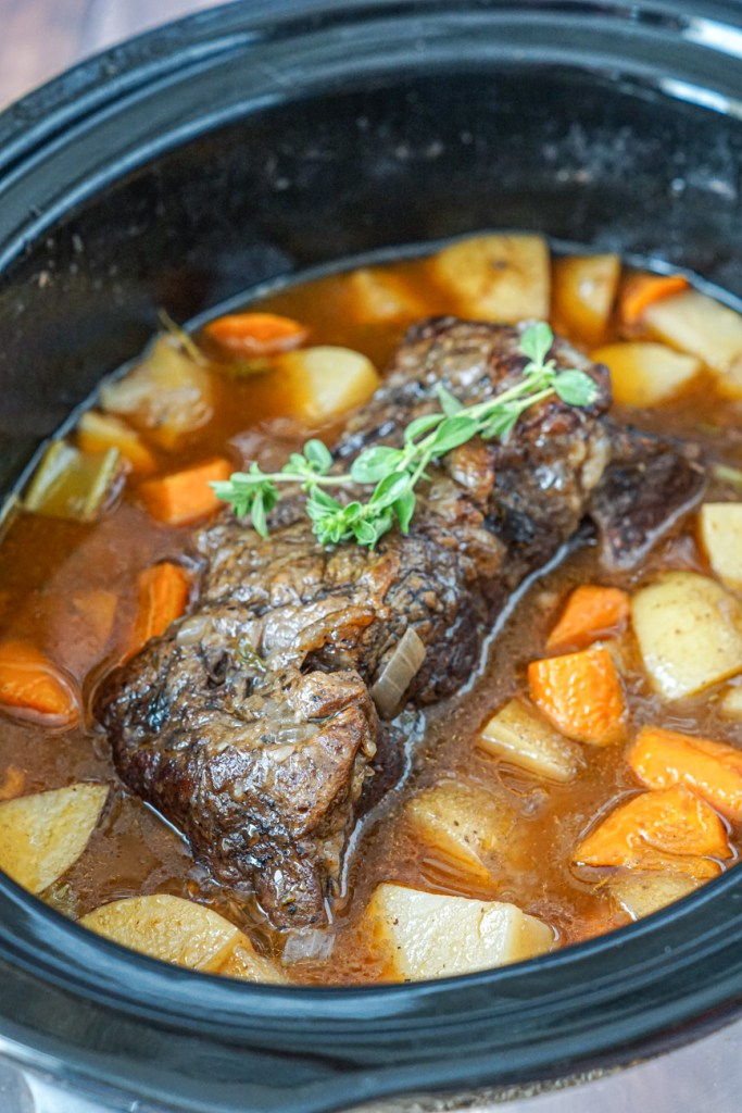 Slow Cooker Chuck Roast with vegetables
