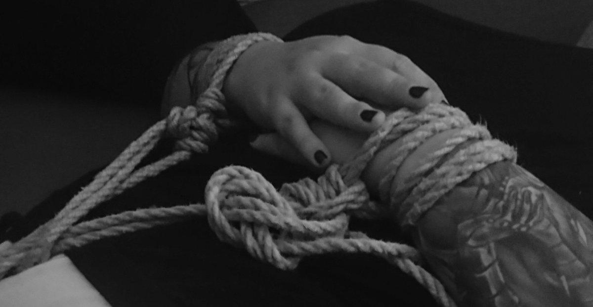 Mit dem Seil in den Kampf – Fesseln mit Twin