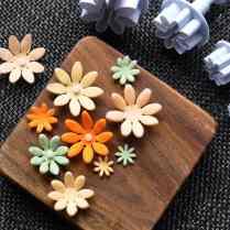 Fondant daisies