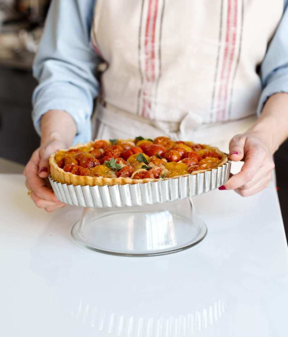 How to remove the ring from a tart pan. Set it over an overturned bowl!
