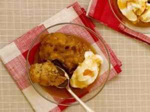 apple dumplings with cream