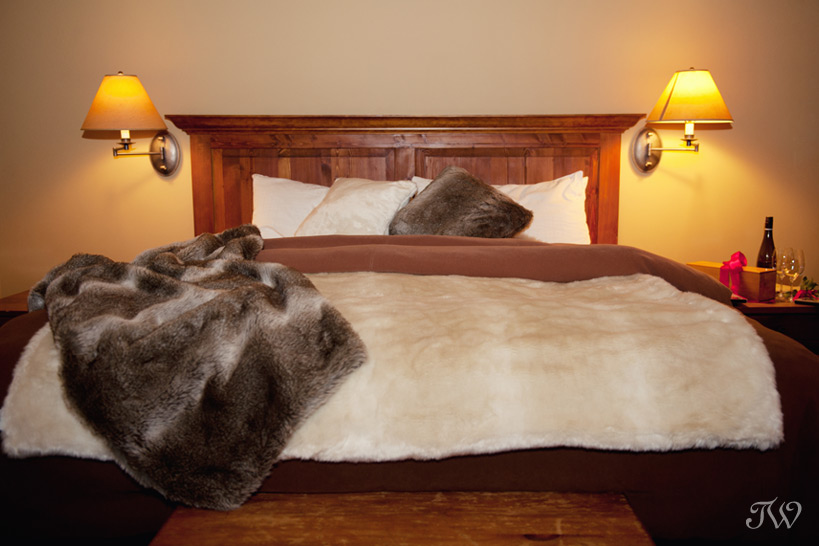 Buffalo Mountain Lodge hotel room styled by Naturally Chic captured by Tara Whittaker Photography