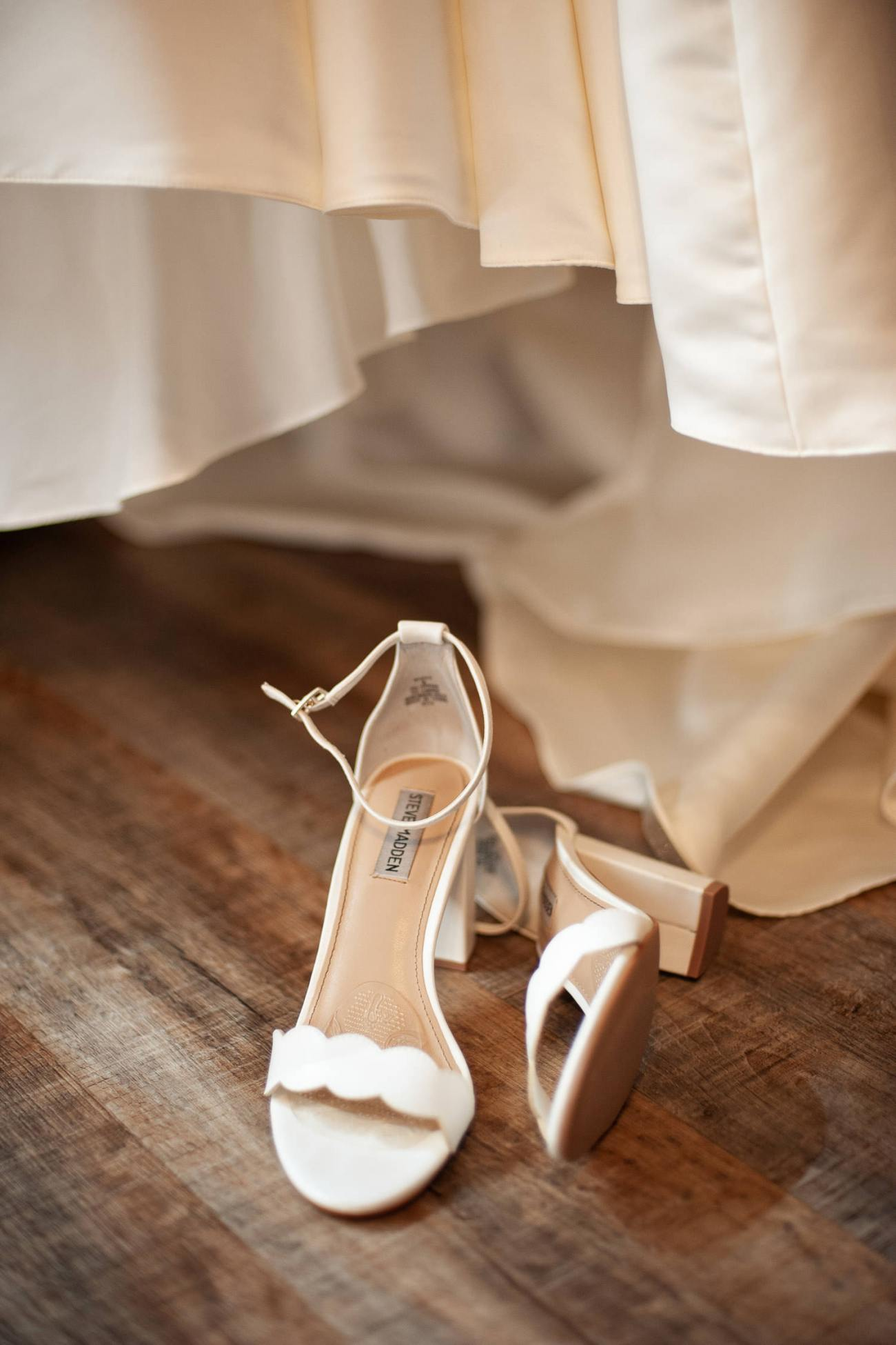 Bridal details before a Creekside Villa wedding captured by Tara Whittaker Photography