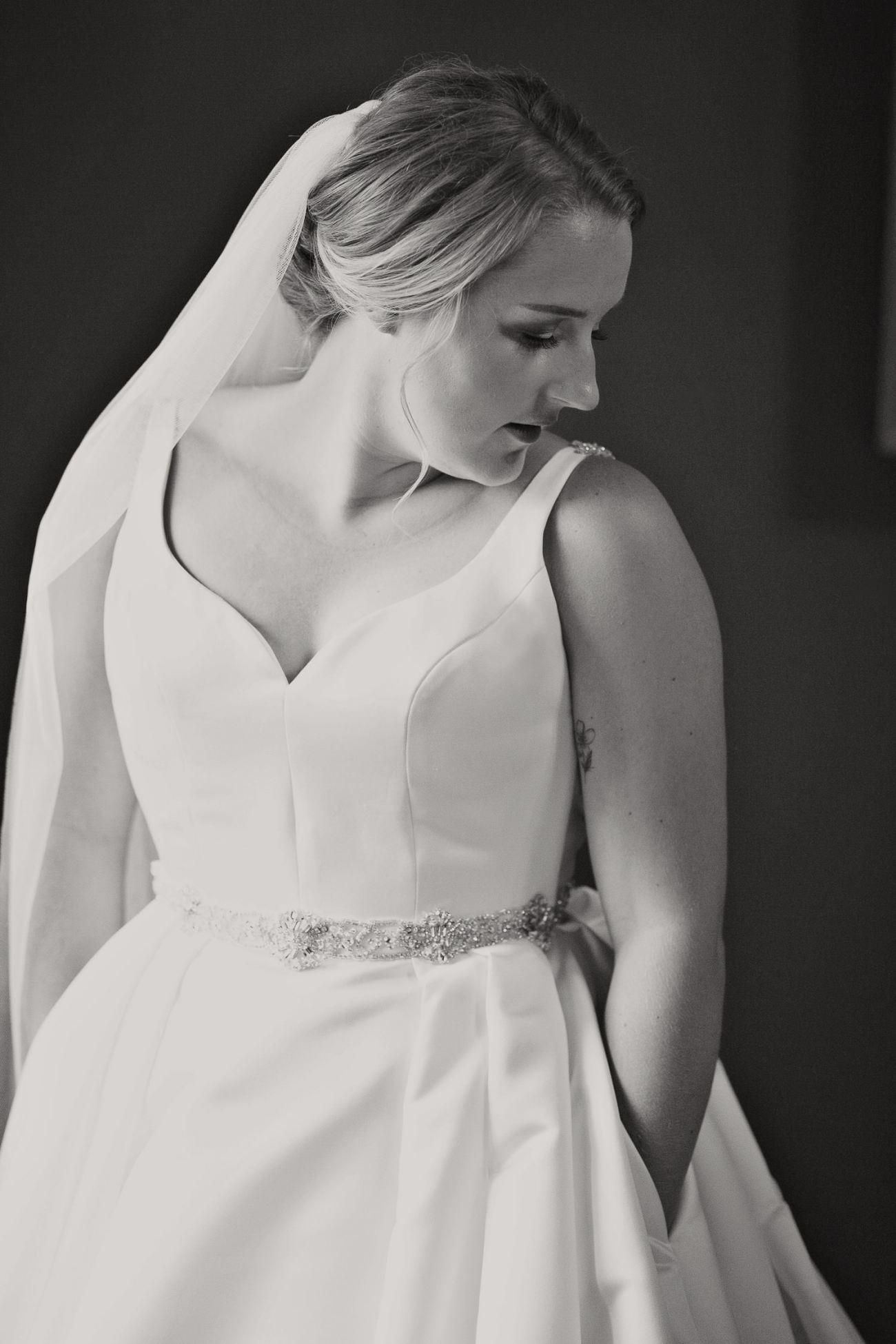 Bridal preparations before a Creekside Villa wedding captured by Tara Whittaker Photography