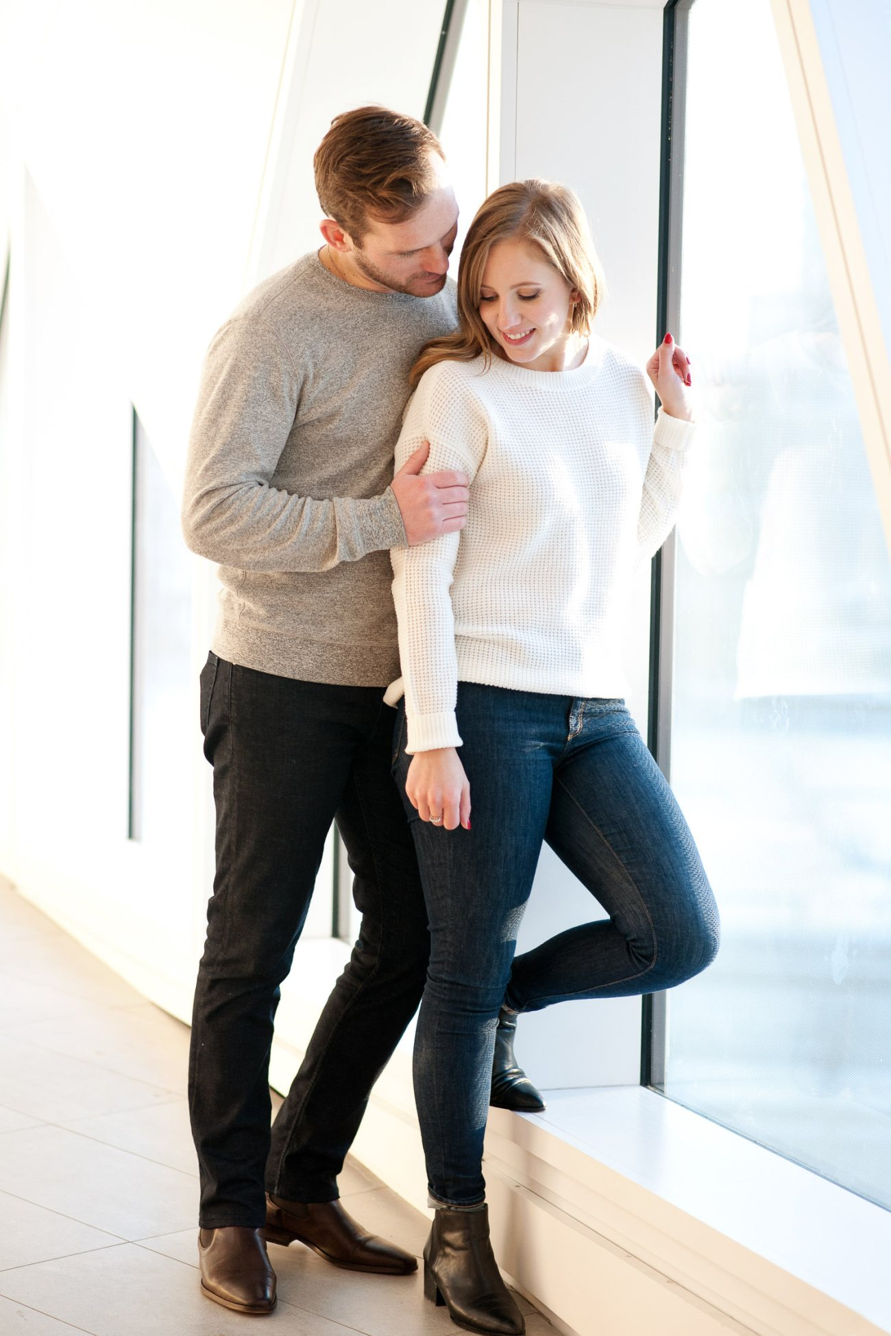 couple pose during a holiday mini session with Tara Whittaker Photography