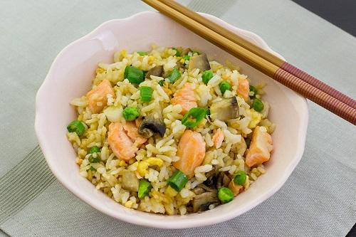 طريقة عمل الأرز بسمك السلمون